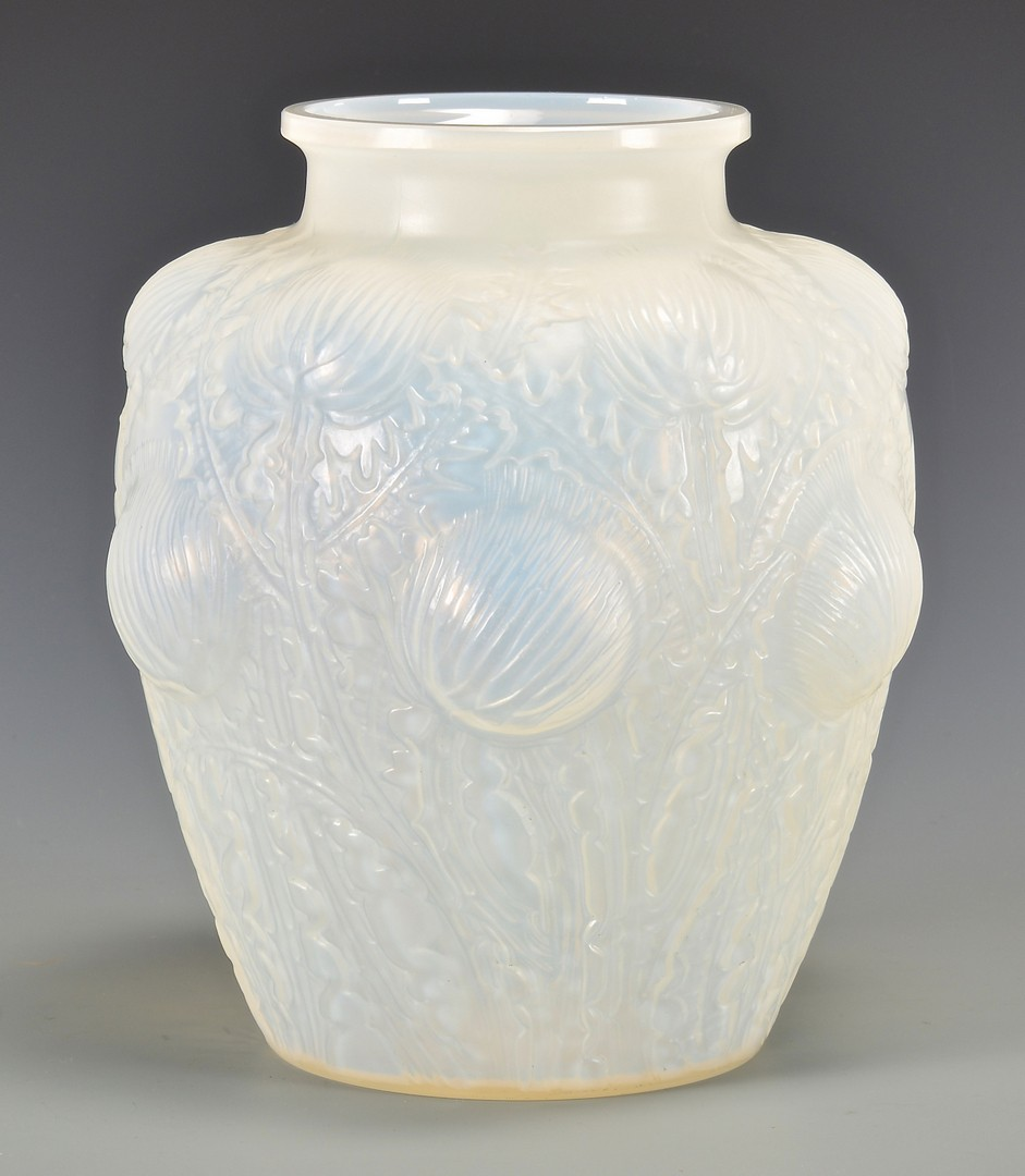 Lot 471: Lalique Domremy Vase