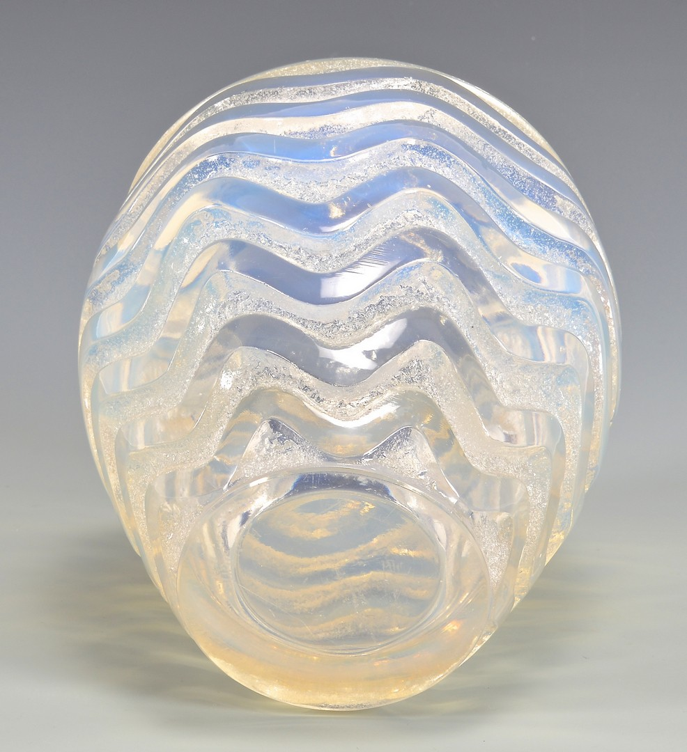 Lot 472: Lalique Meandres Vase