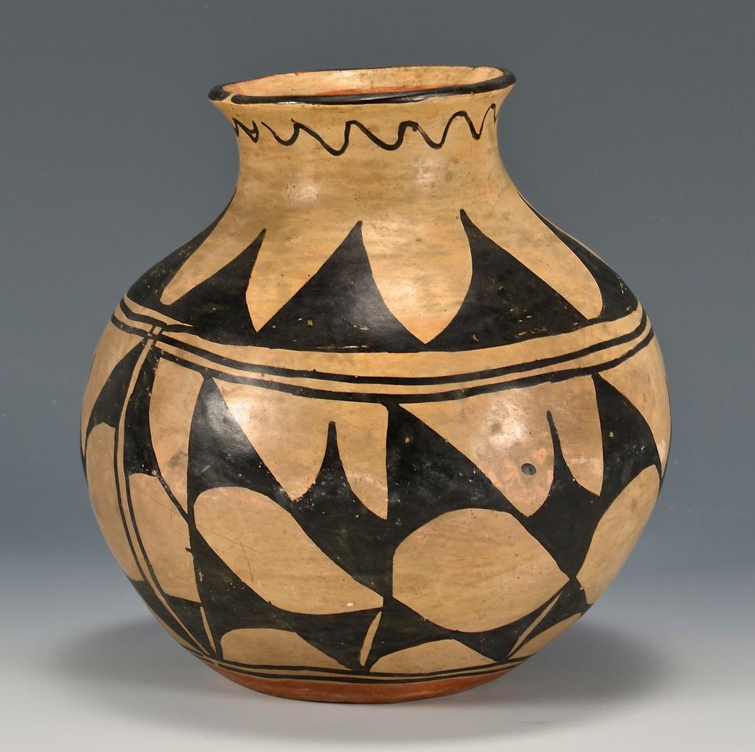 Lot 524: Southwest Native American Pottery Olla