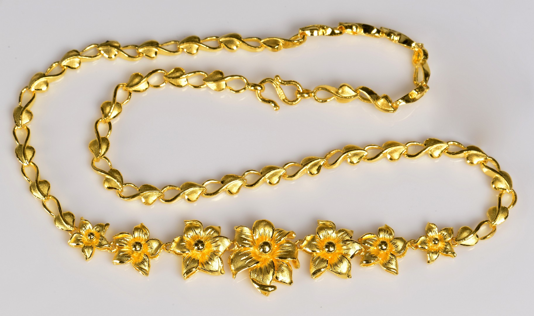 Lot 65: 24K Chinese Necklace, 40.6 grams