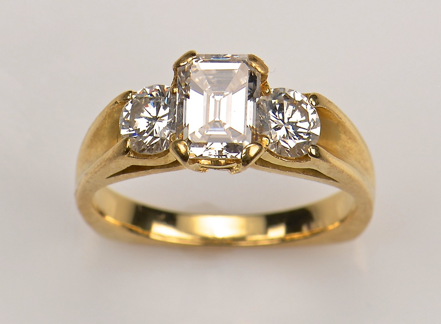 Lot 66: 18K 3-Stone Diamond Ring