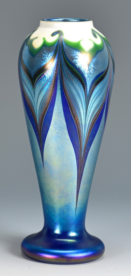 Lot 735 2 Orient Flume Art Glass Vases