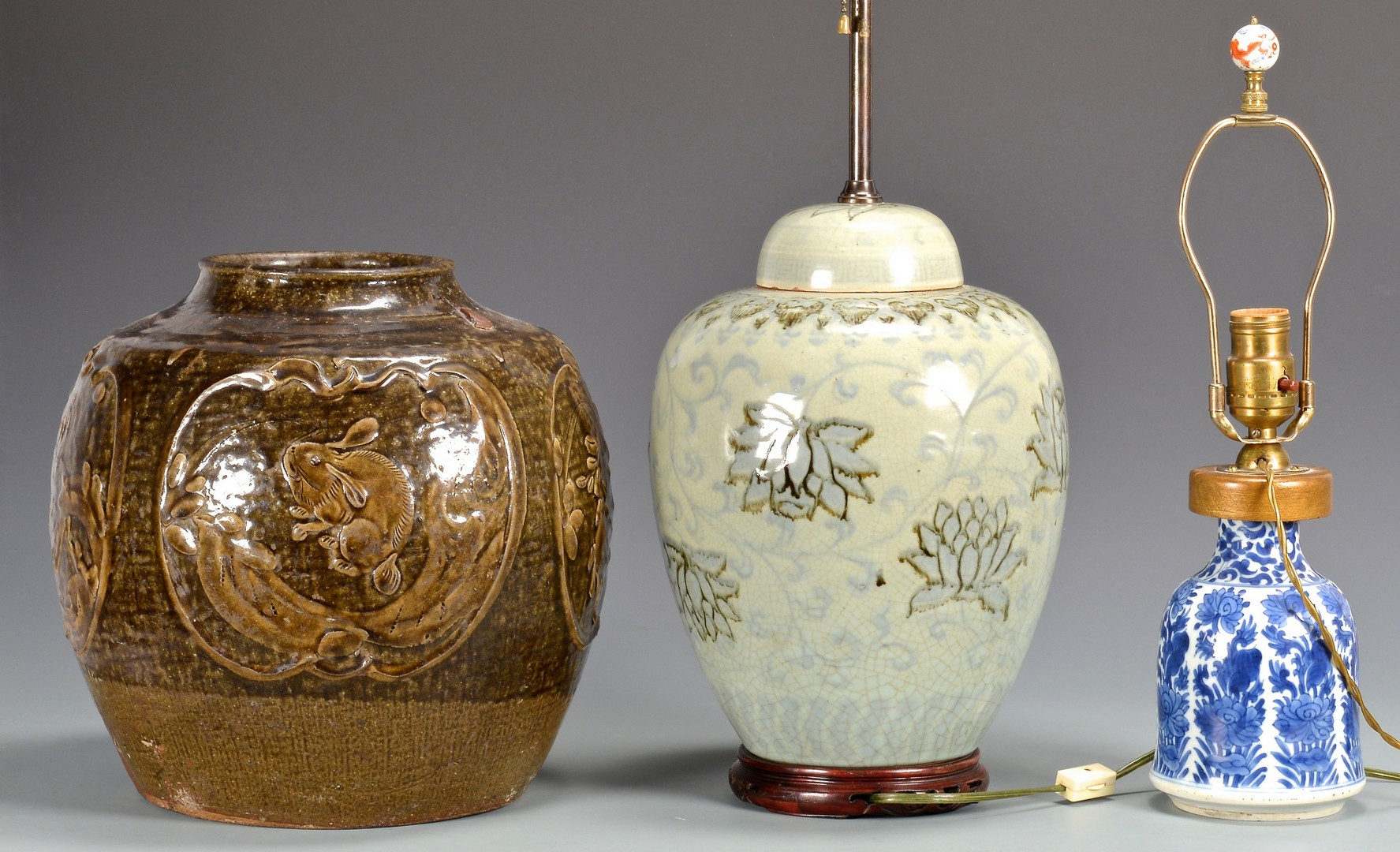 Lot 746: 3 Chinese Porcelain Items, incl. 2 Lamps