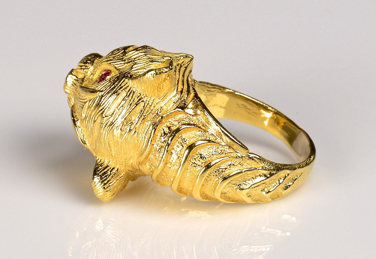 Lot 76: 18K Tiger Ring with .33 ct diamond