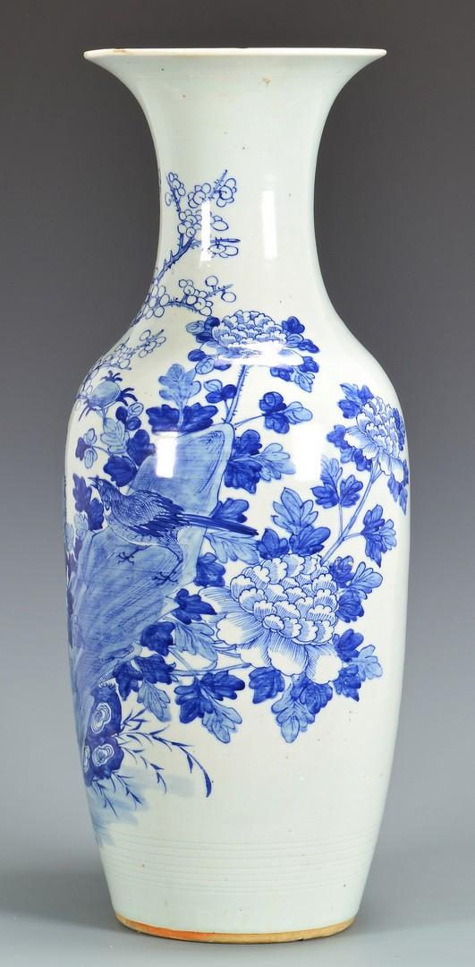 Lot 774: Large Chinese Blue & White Porcelain Vase