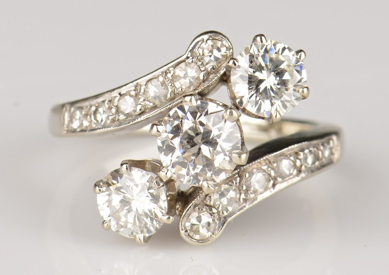 Lot 77: 14K Diamond Estate Ring, c. 1940