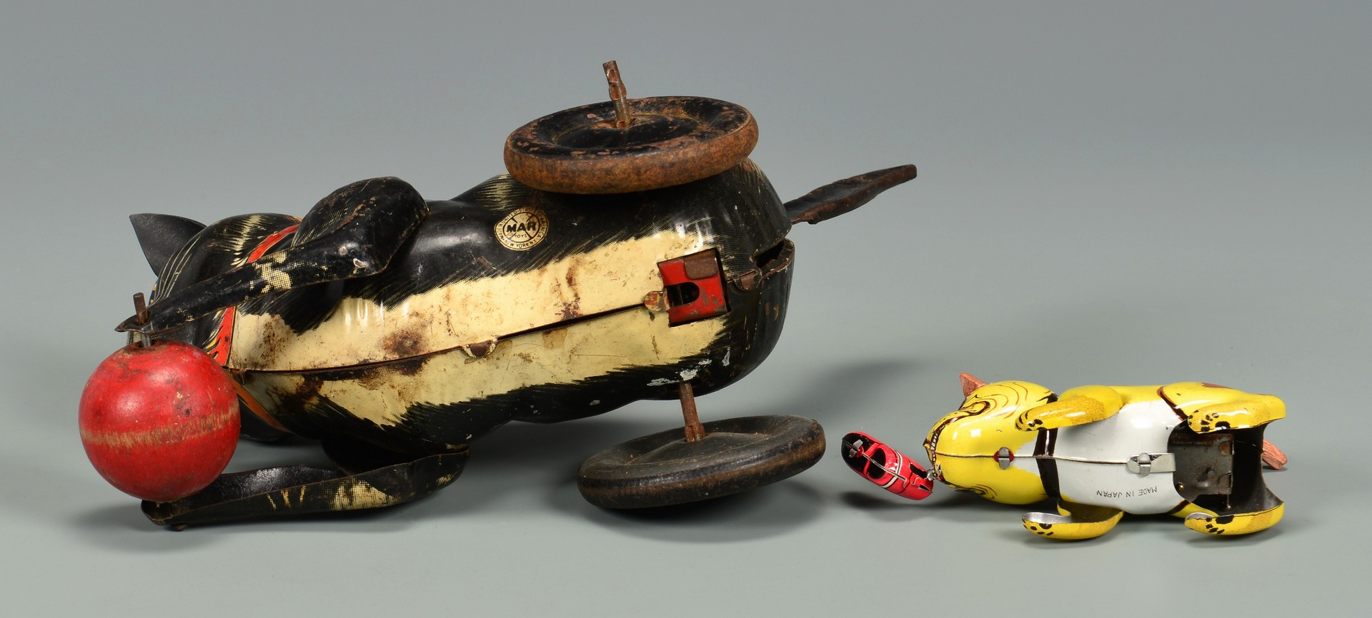 Lot 802: Grouping of Vintage Tin & Cast Iron Toys, 10 total