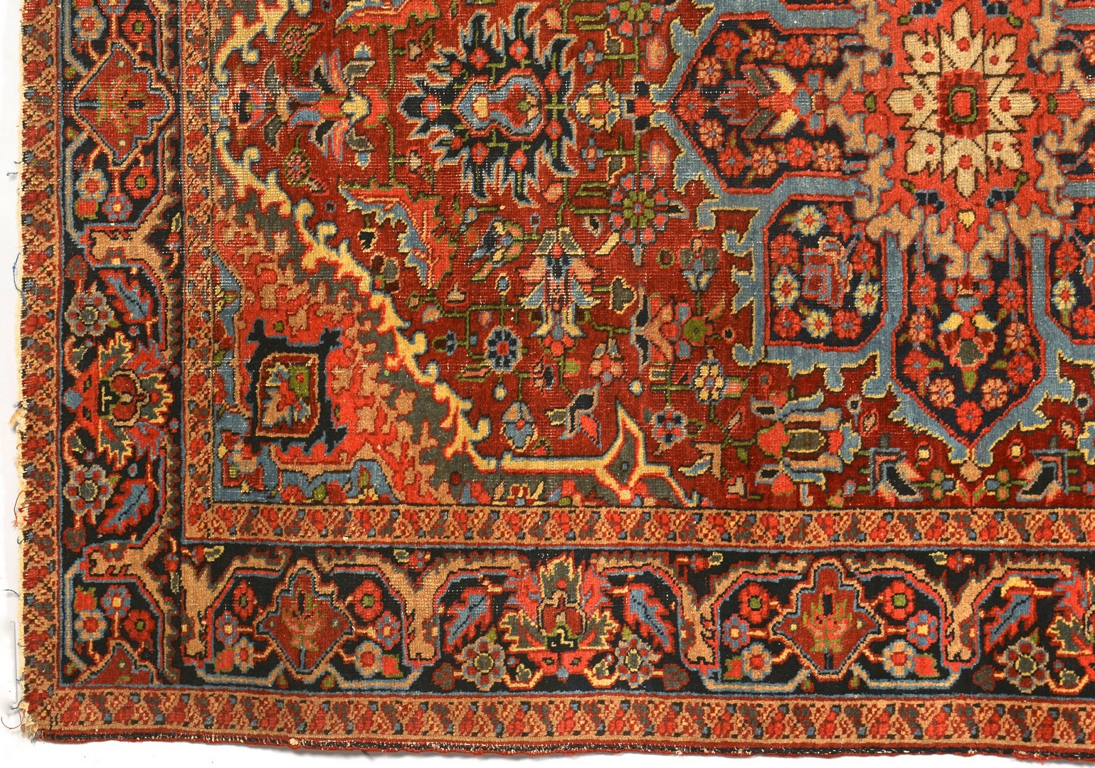 Lot 909: Persian Heriz Carpet Medallion Design