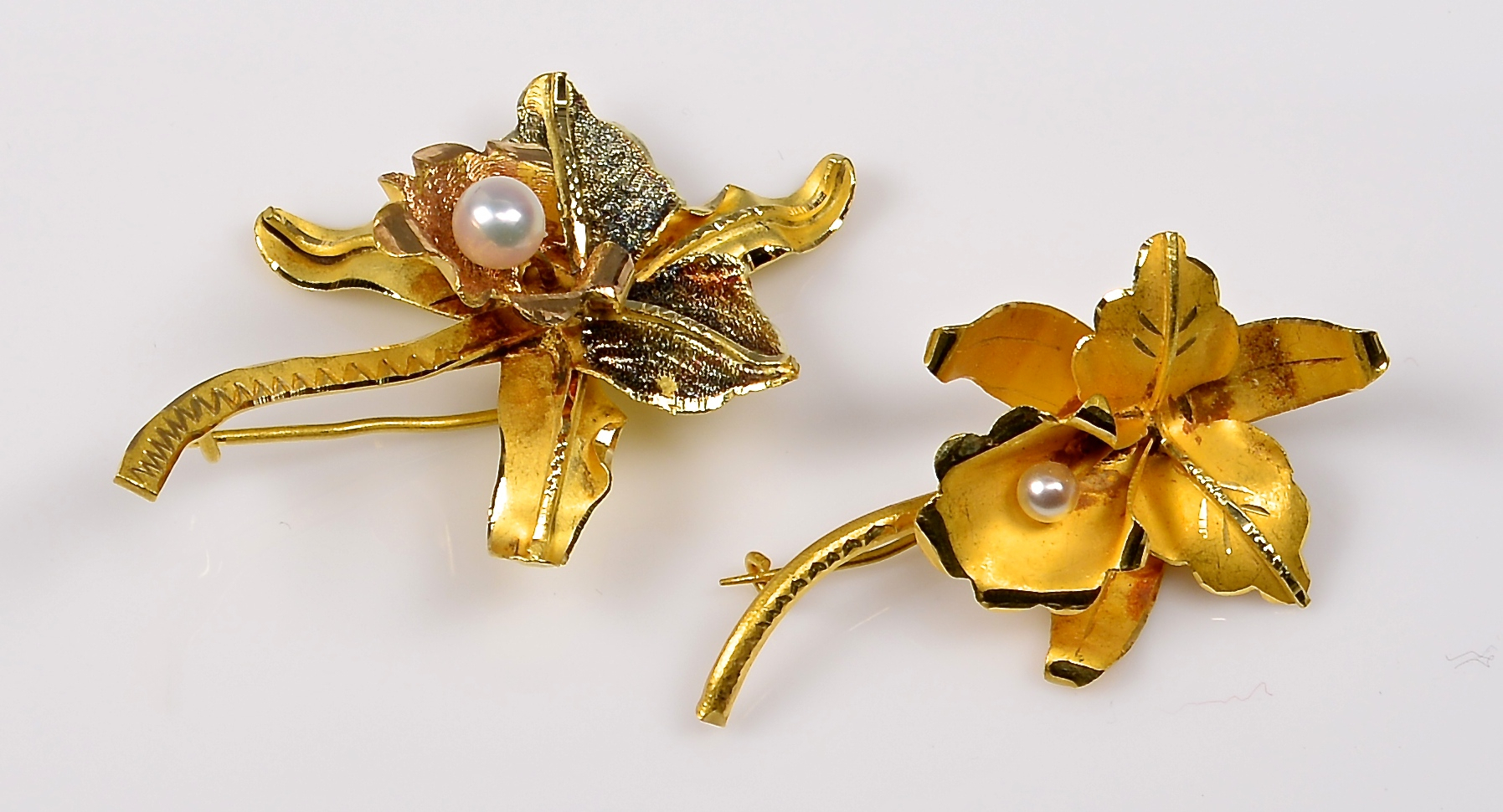 Lot 942: Group of 3 18K Orchid Brooches