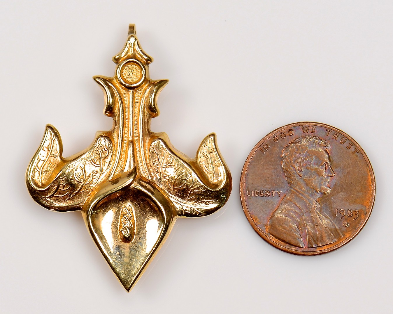 Lot 945: Gold Fleur De Lis Brooch & 18K Mermaid Cameo