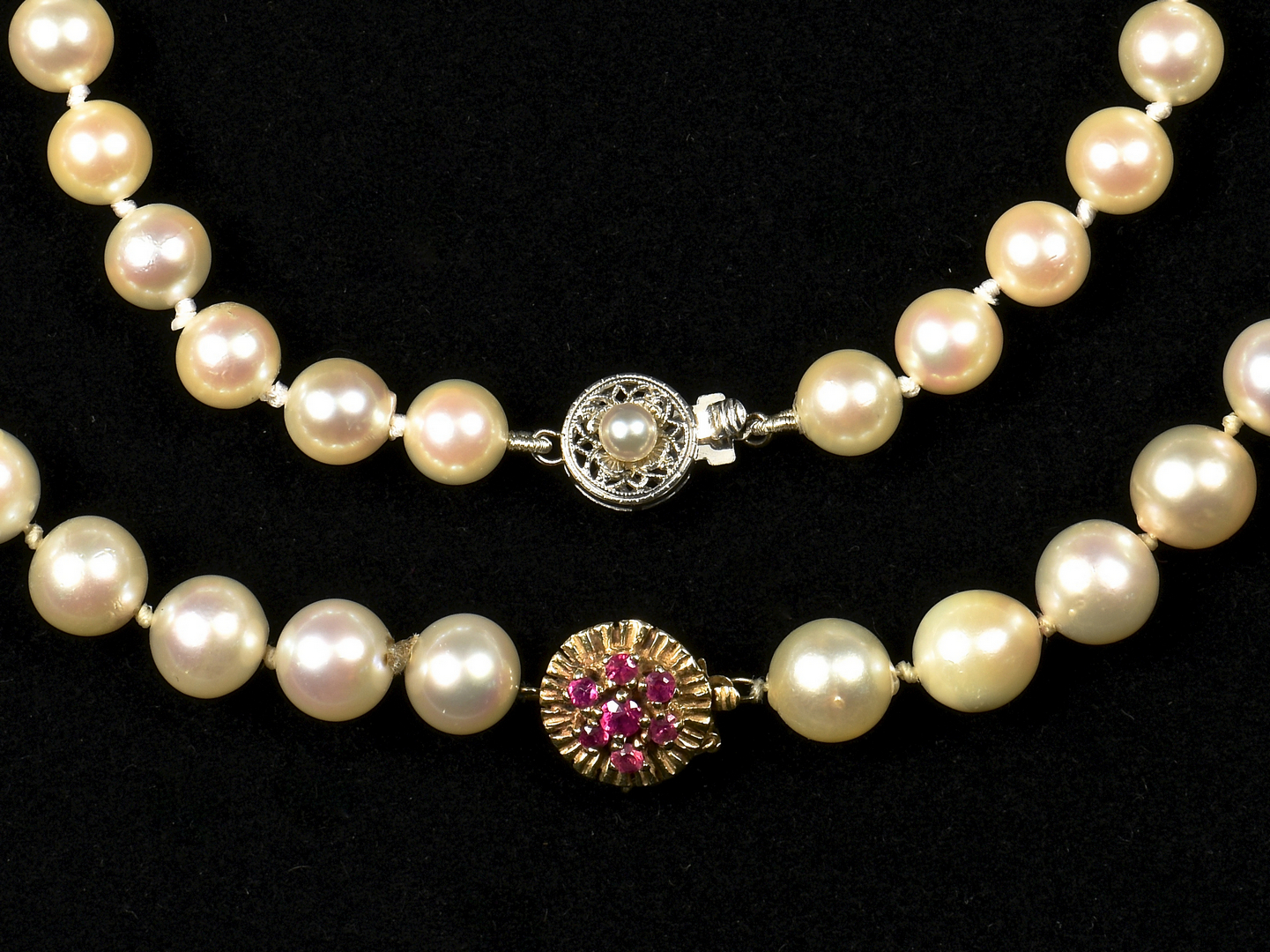 Lot 952 2 Pearl Necklaces W 14k Gold Clasps