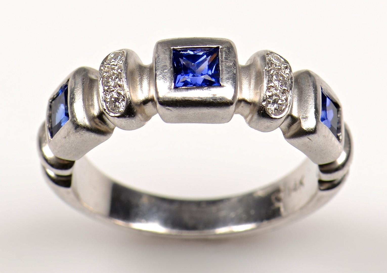 Lot 953: 14K white Sapphire Diamond Band
