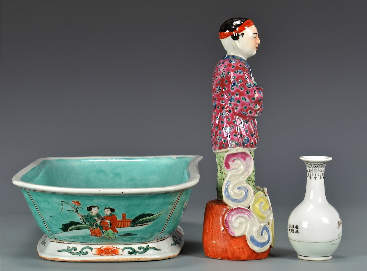 Lot 120: Group of Chinese Porcelain & Art items