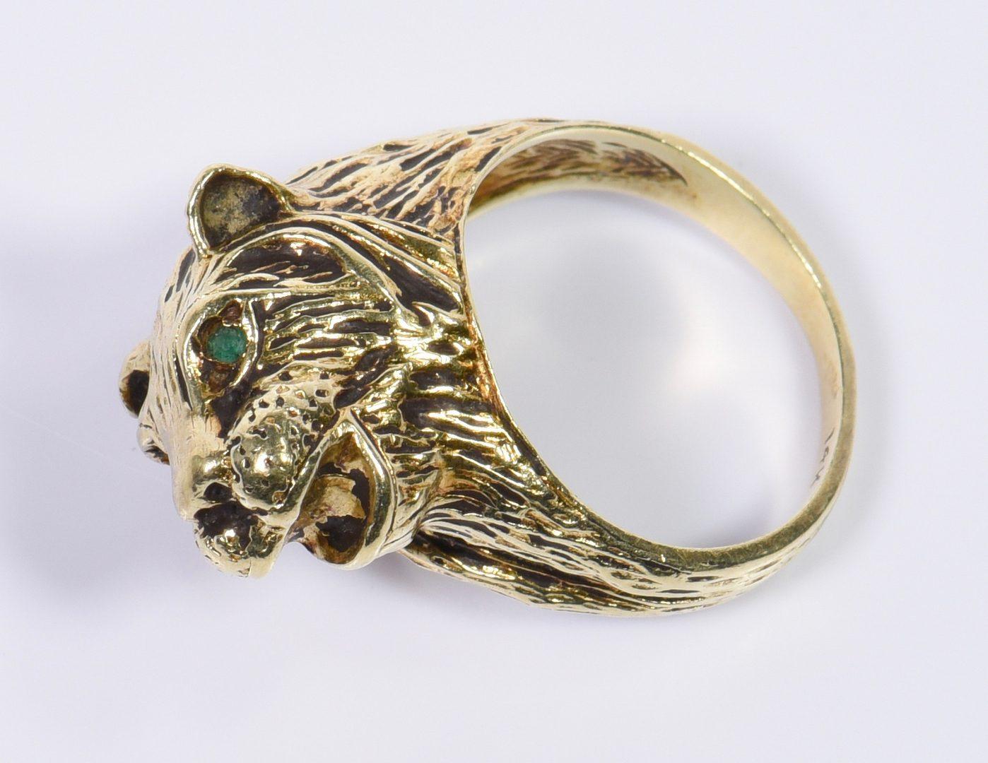Lot 137: 14K Lion Head Ring