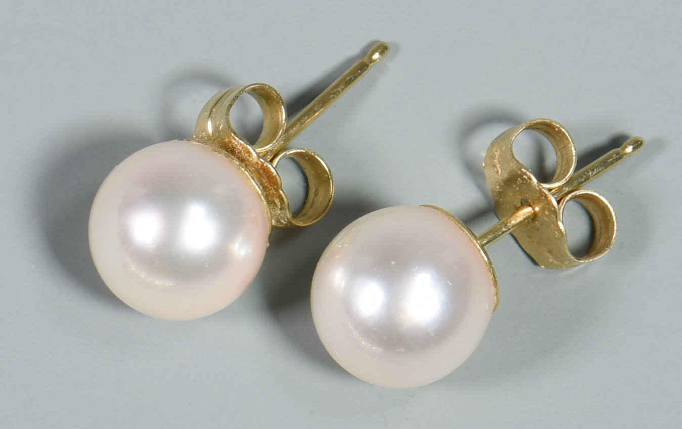 Lot 138: Group of Pearl Jewelry
