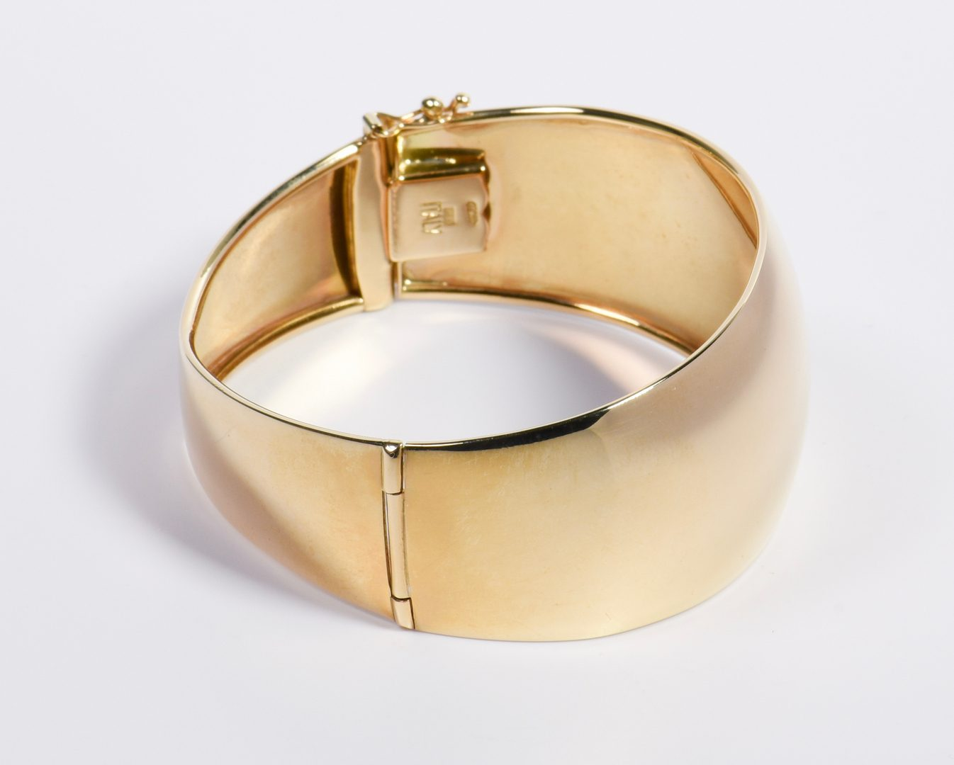 Lot 17: Italian 14K Contemporary Bangle