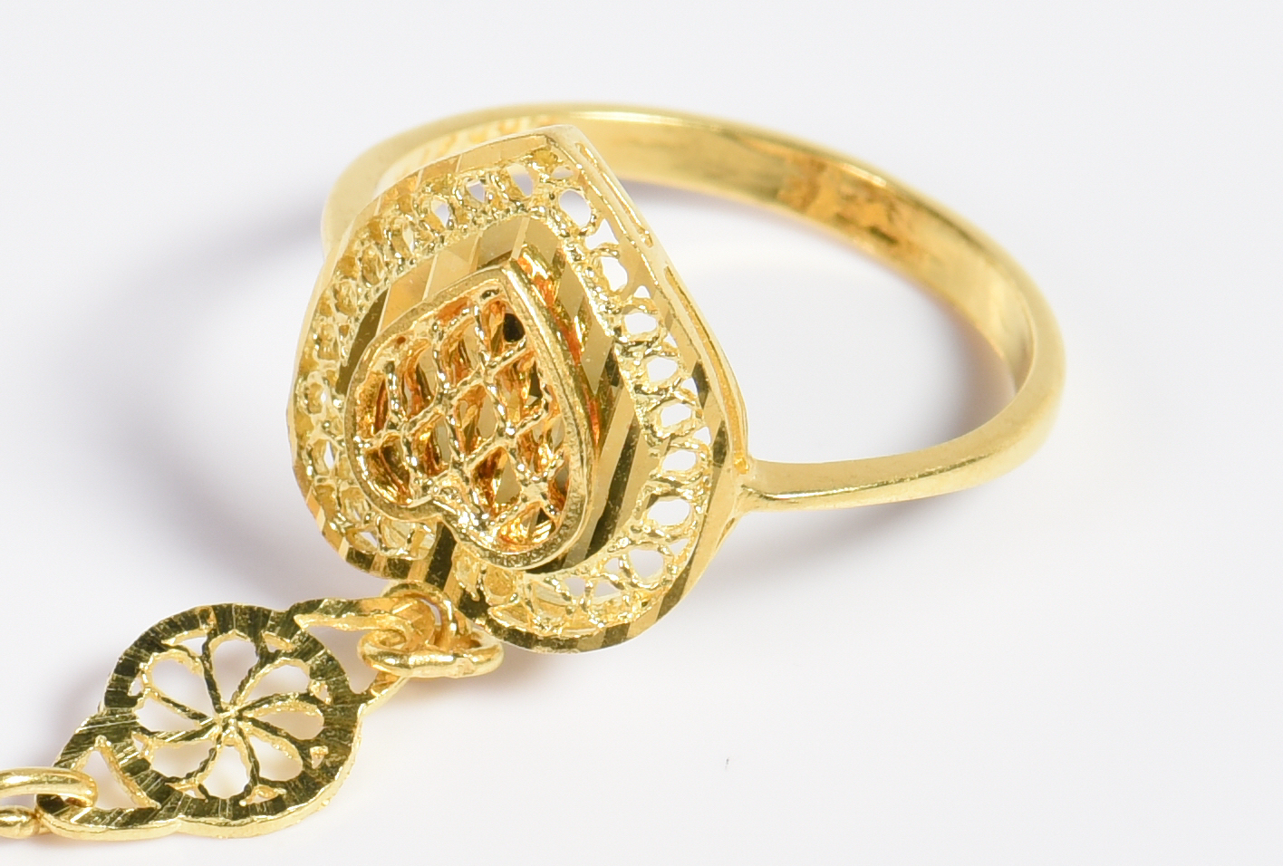 Lot 6: 21K Gold Hand Scarf Ring