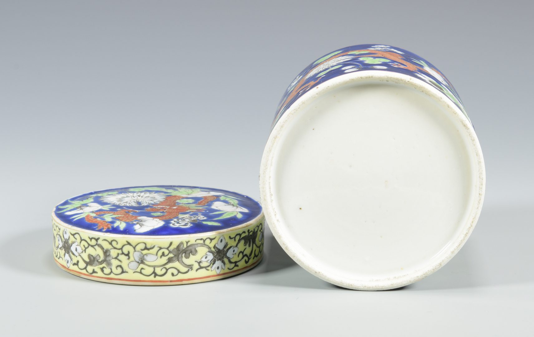 Lot 19: 3 Chinese Porcelain Items