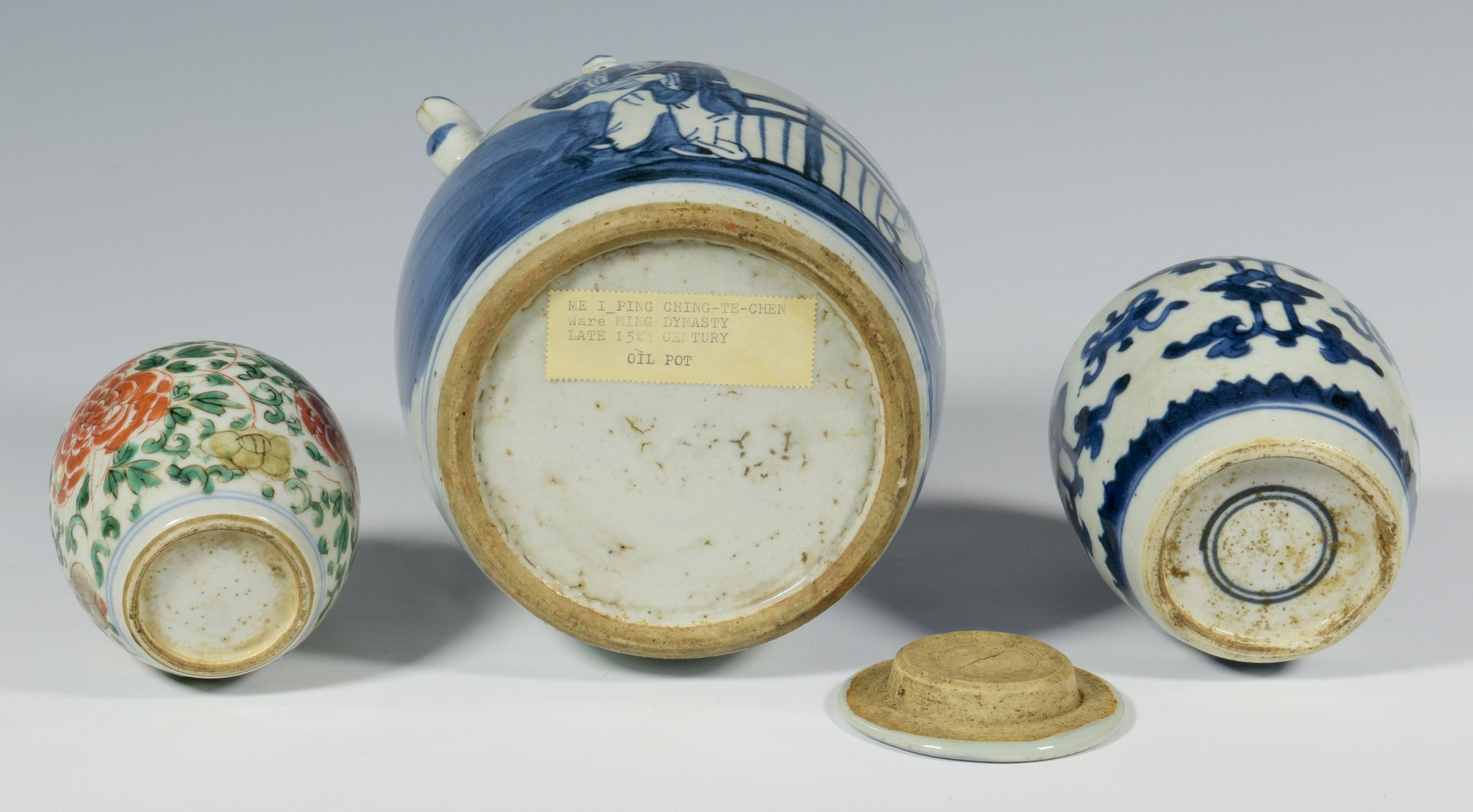 Lot 337: 5 pcs Chinese Ceramics inc. Ming w/Letter