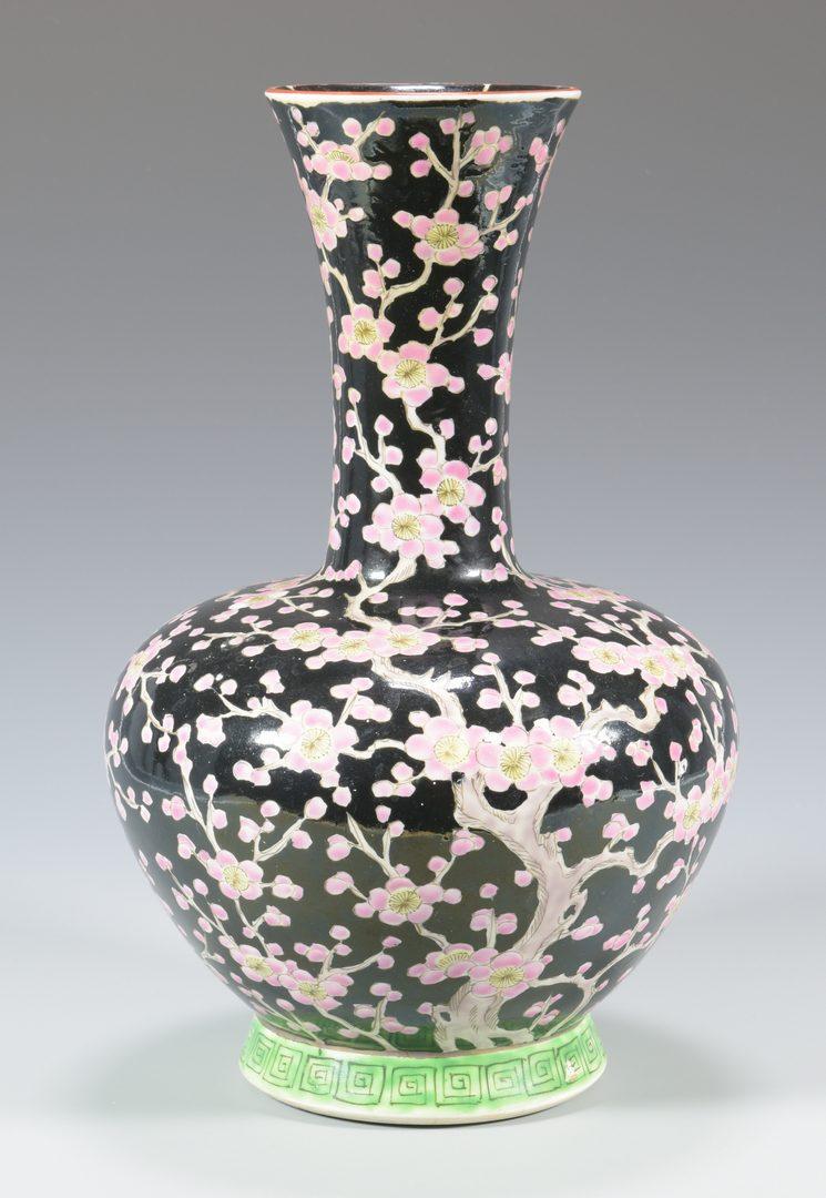 lot 342 chinese famille noir porcelain vase. Black Bedroom Furniture Sets. Home Design Ideas
