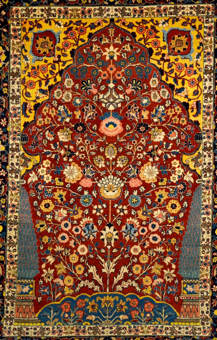 "Lot 373: Antique Persian Isphahan rug, 4'6"" x 6'5"""