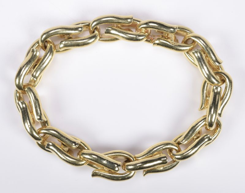 Lot 404: 14K Heavy Link Bracelet, 106.4 grams