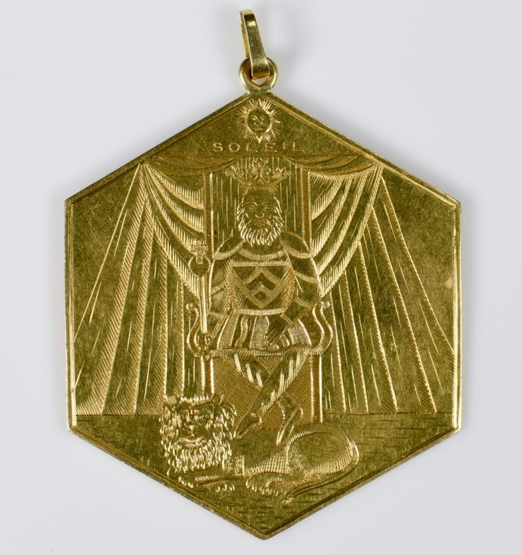 "Lot 424: 18K Hexagonal ""Sun"" Pendant, possibly Freemason"