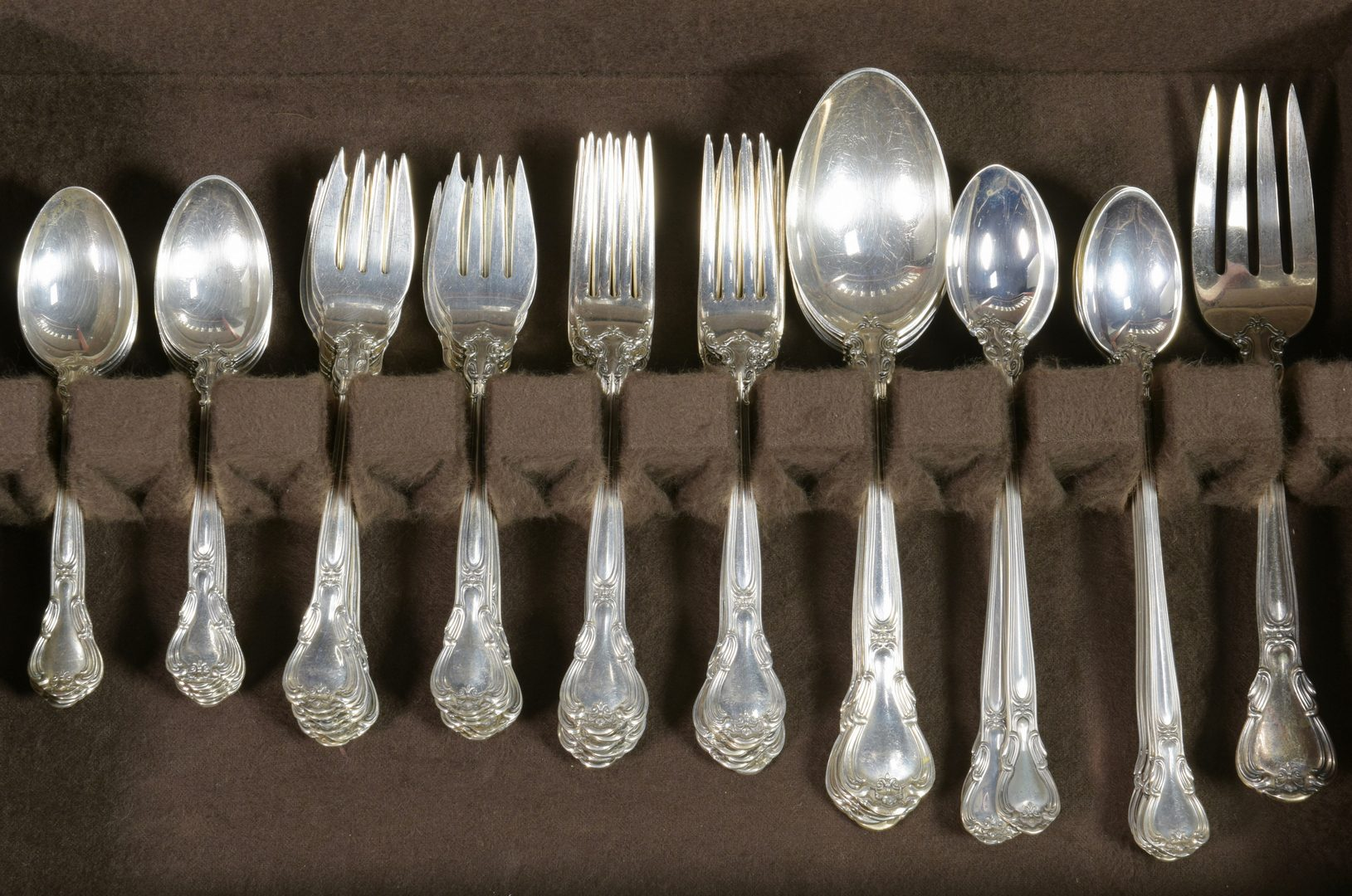 Lot 459: Gorham Chantilly Sterling Flatware, 90 pcs