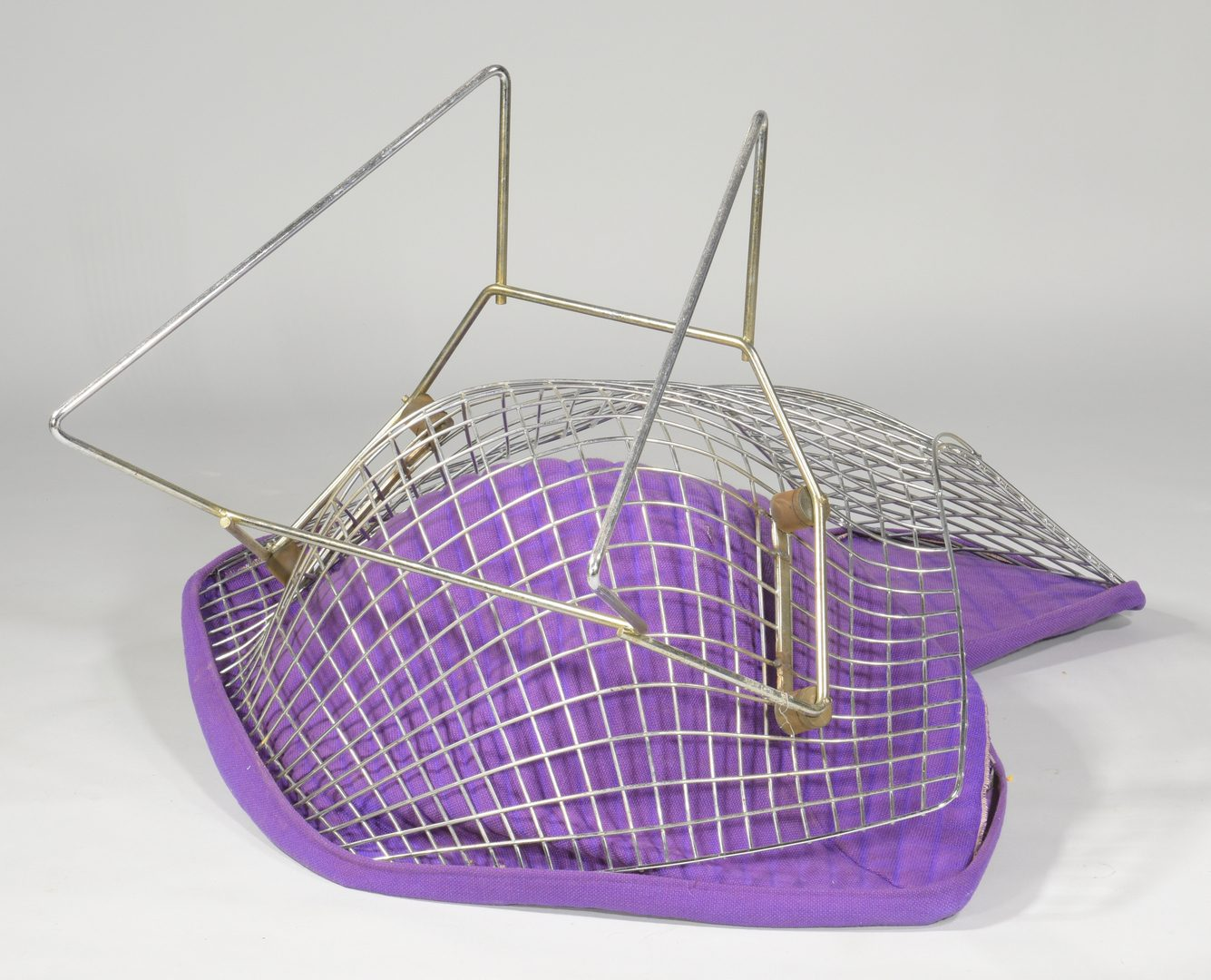 Lot 487: Harry Bertoia Knoll Bird Chair, labeled