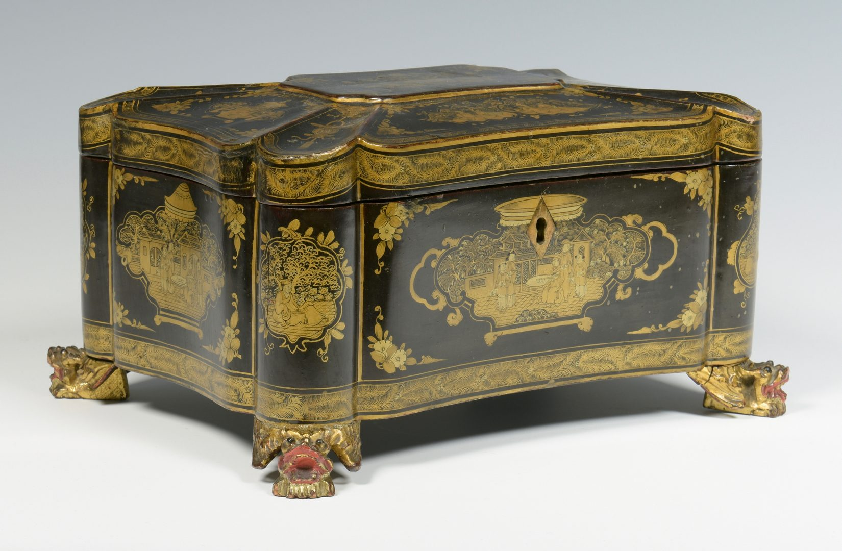 Lot 632: Asian Chinoiserie Lacquer Box
