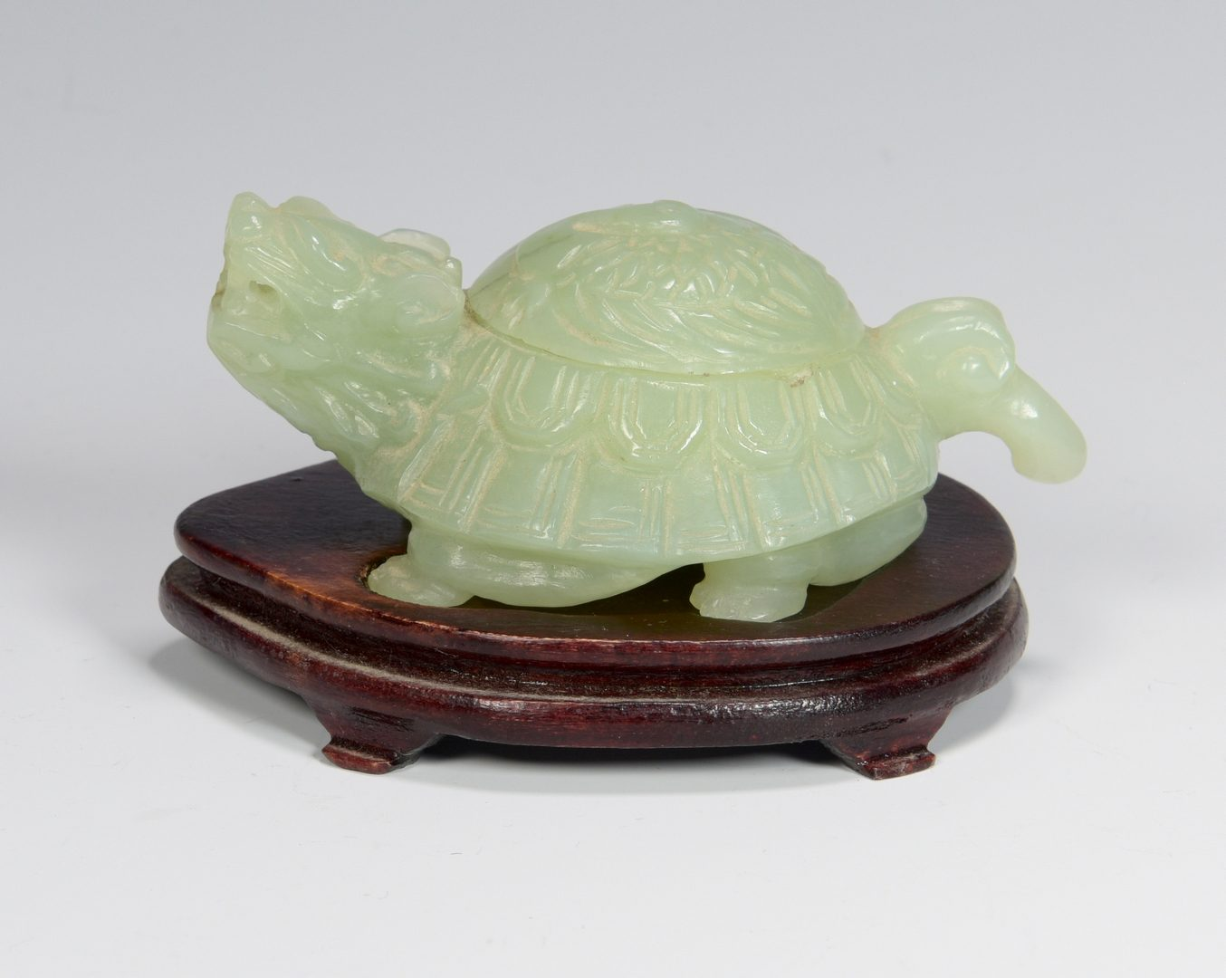 Lot 674: Jade turtle-dragon box