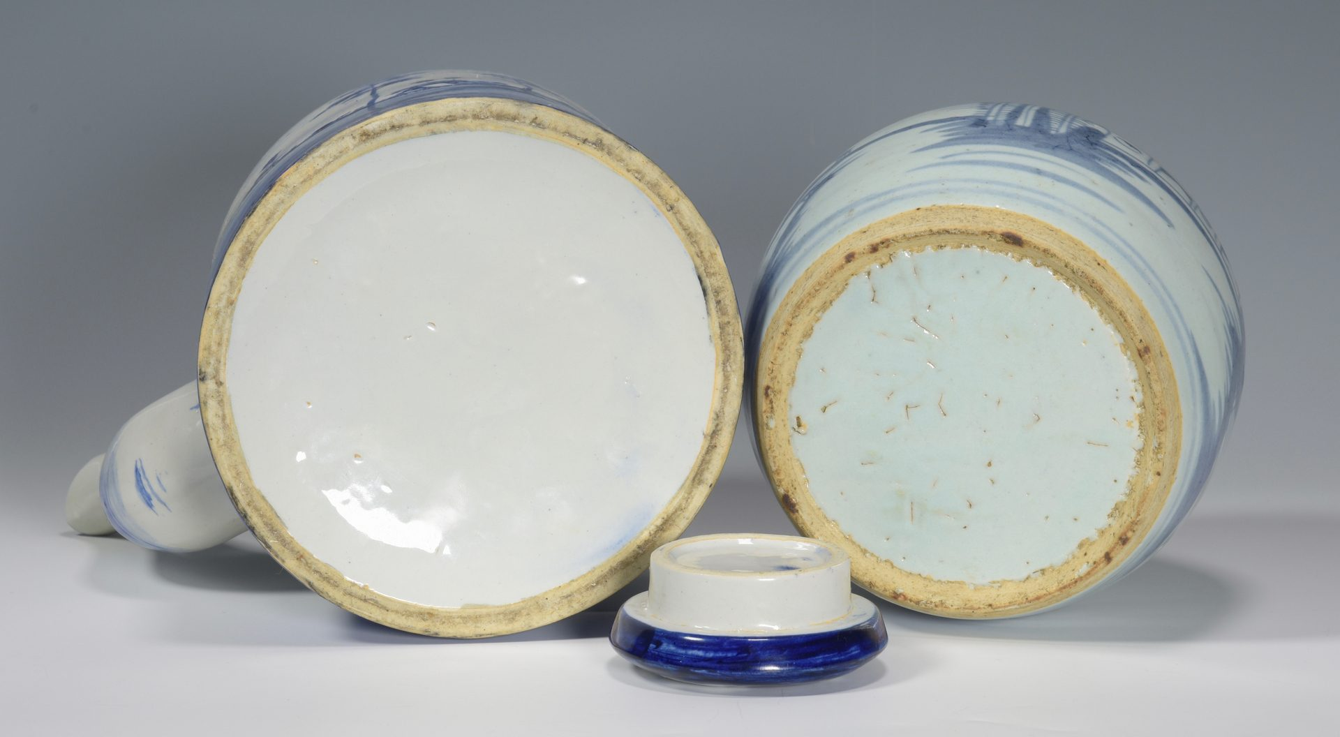 Lot 683: 4 Japanese Porcelain Items & Scroll