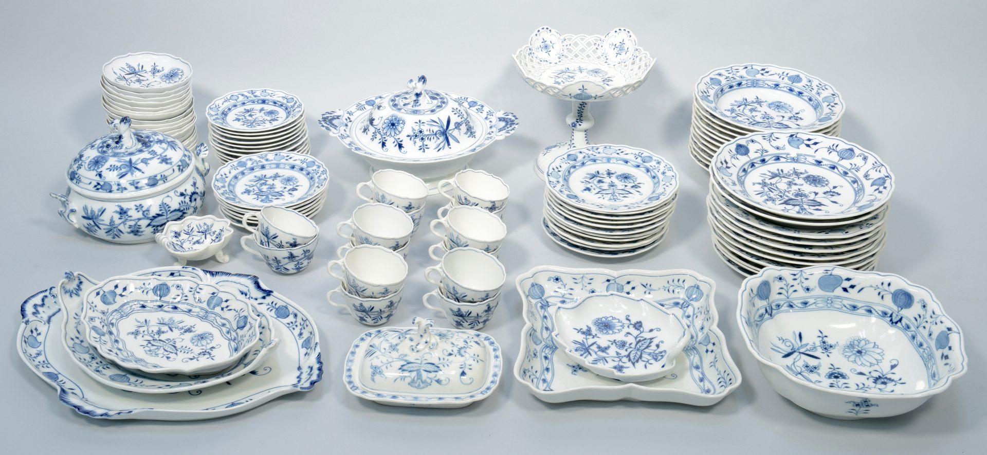 Lot 686: Meissen Blue Onion Porcelain, 93 pcs.
