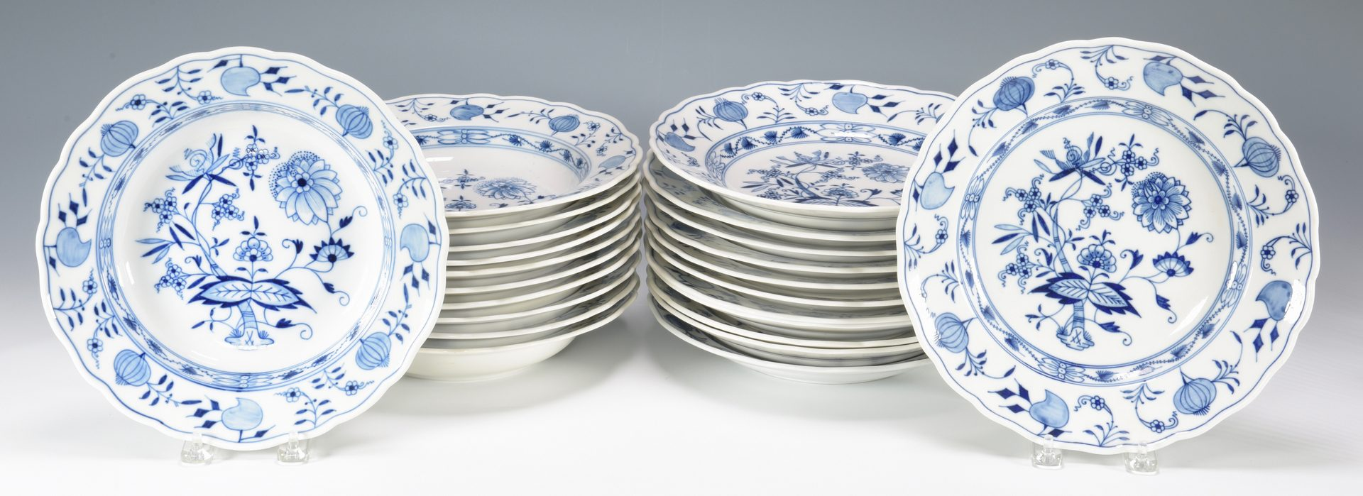 Lot 686: Meissen Blue Onion Porcelain, 93 pcs.