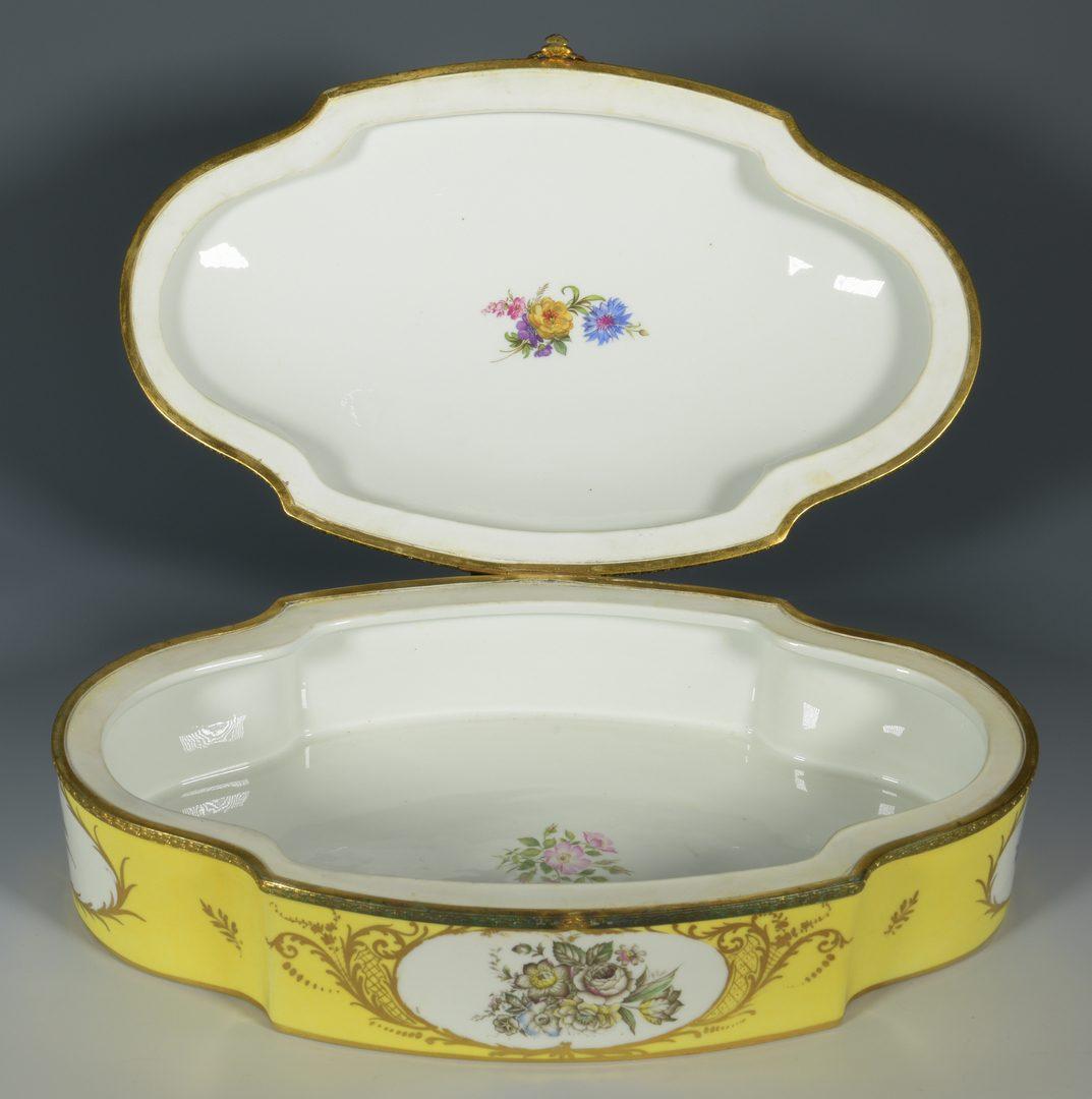 Lot 700: 7 European Porcelain items