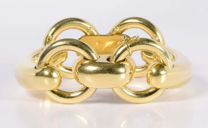 Lot 72: 18K Heavy Buckle Bracelet, 91.7 grams
