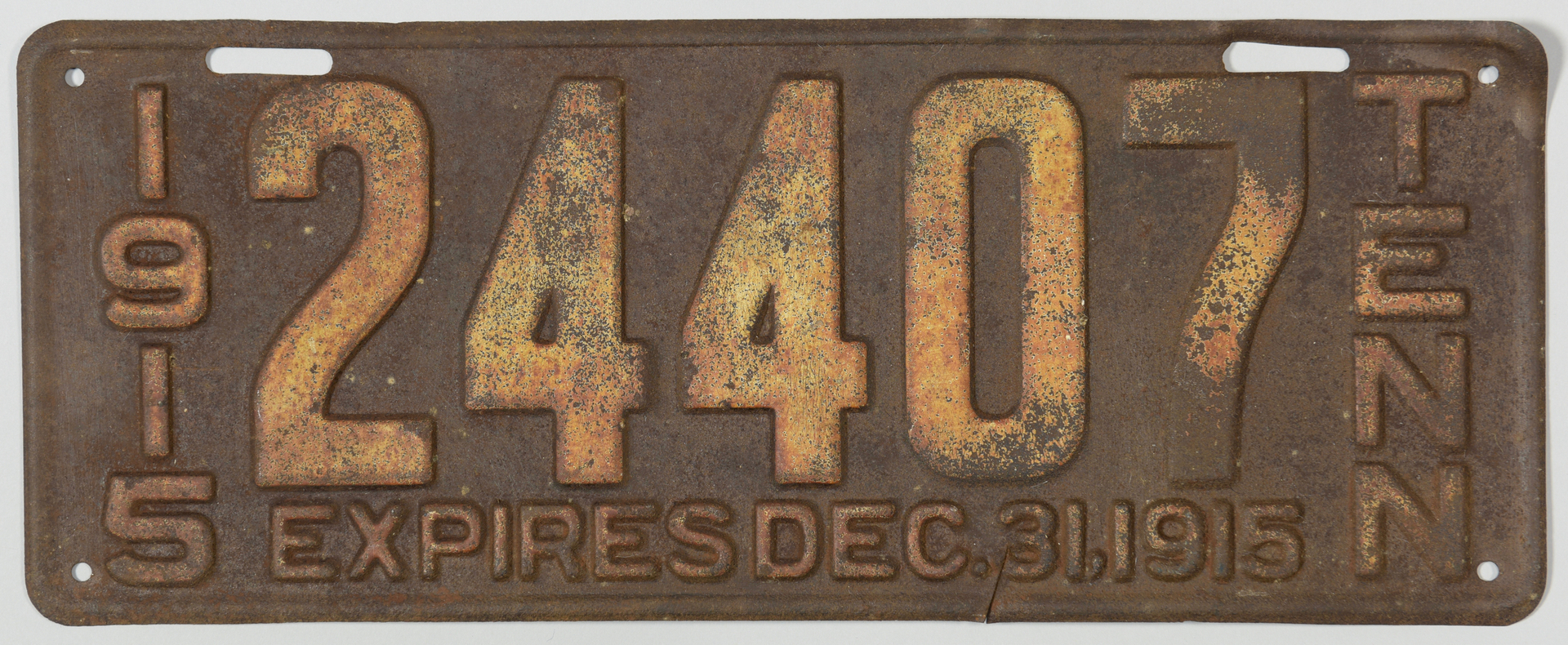 Lot 755: Early 1915 Tennessee License Plate