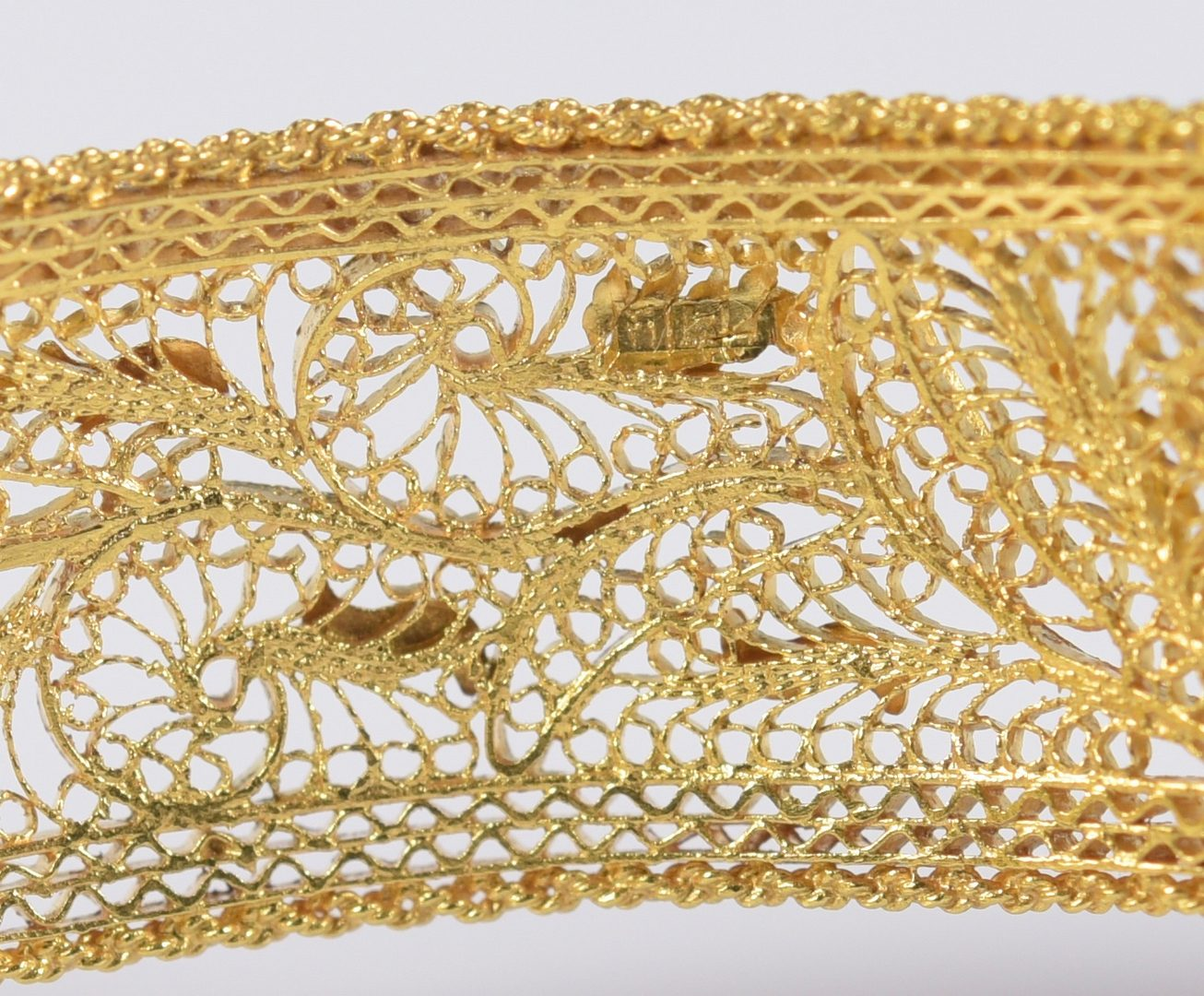 Lot 783: 18K Gold Filigree Bracelet and Ring Set