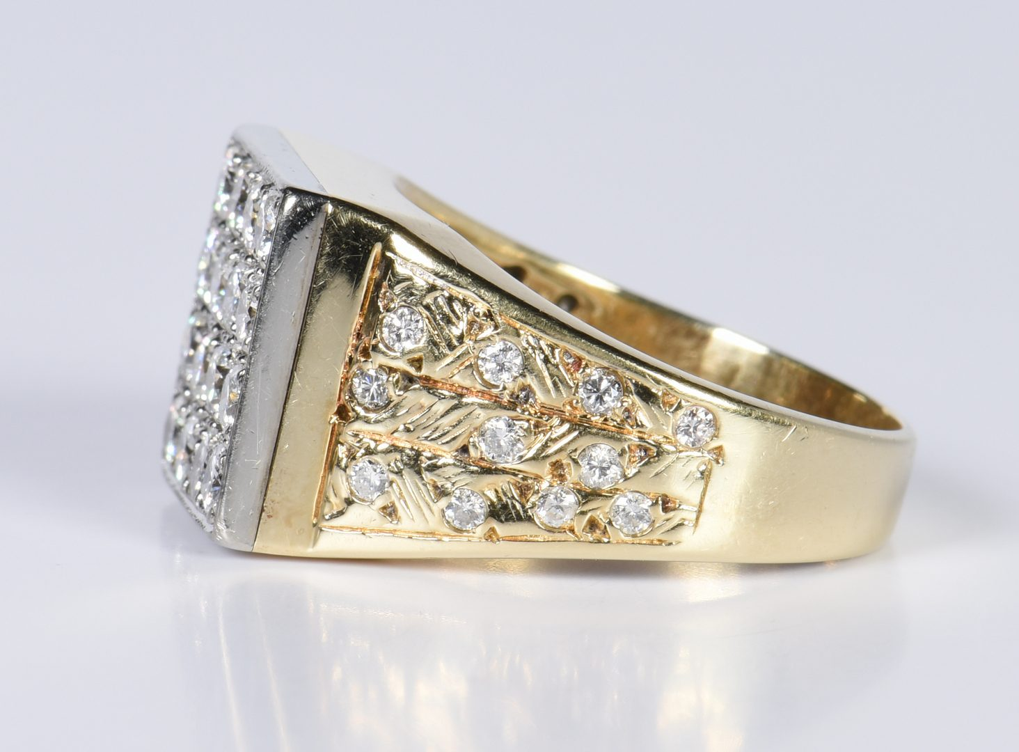 Lot 786: Gents 14K Diamond Fashion Ring