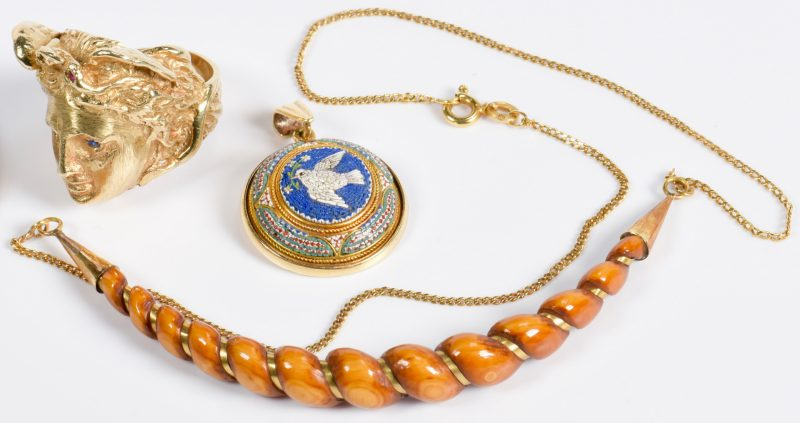 Lot 800: Italian Style Gold Ring and 2 Pendants