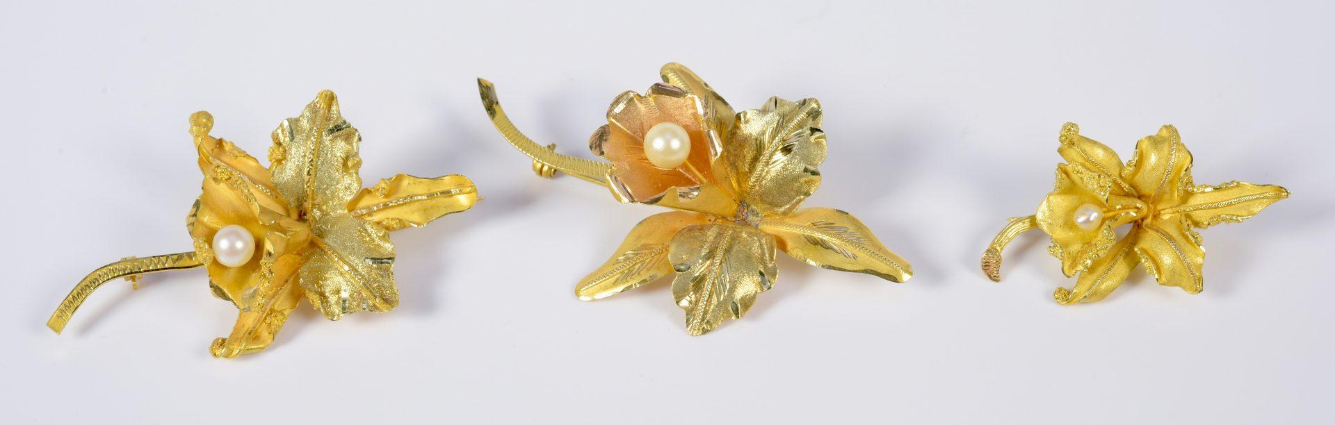 Lot 938: Three 18K Orchid Pins