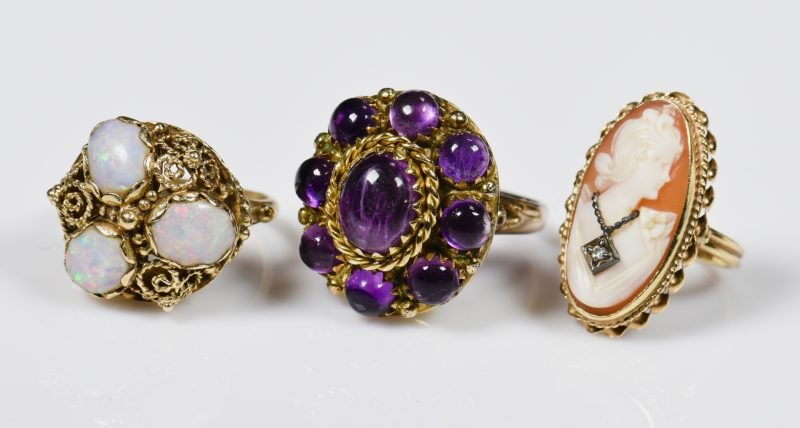 Lot 942: 3 14K Vintage Ladies Rings