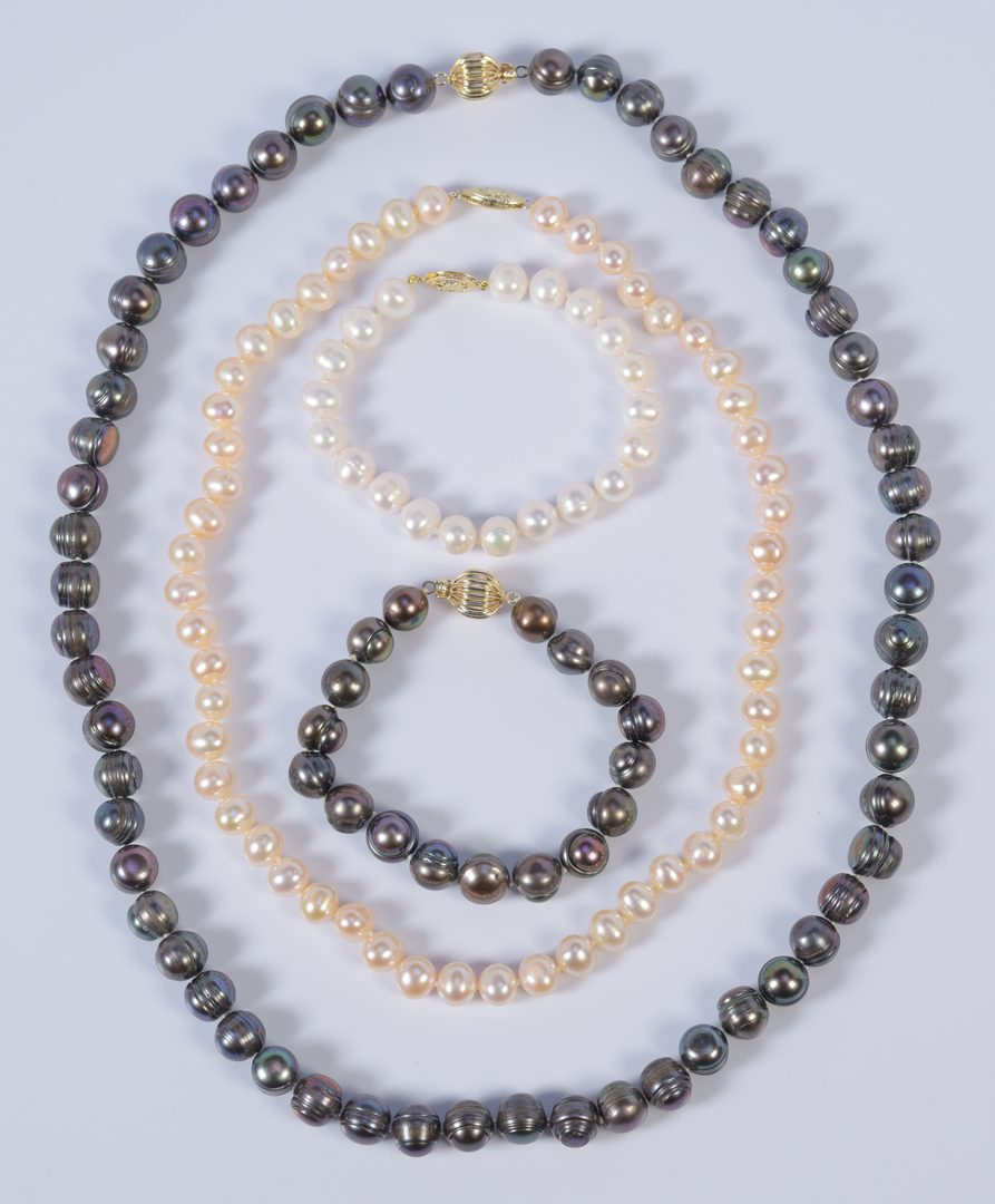 Lot 961: Group of Tahitian & Cultured Pearls, 4 items