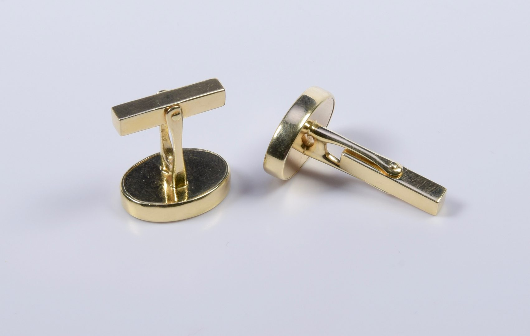 Lot 971: Pair Tiffany 14K Onyx Cufflinks
