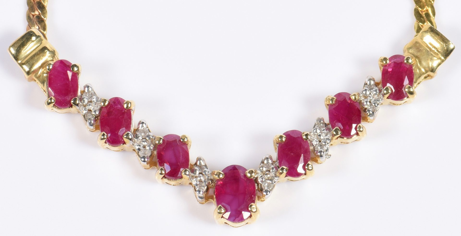 Lot 974: 4 pcs Gold and Ruby Jewelry
