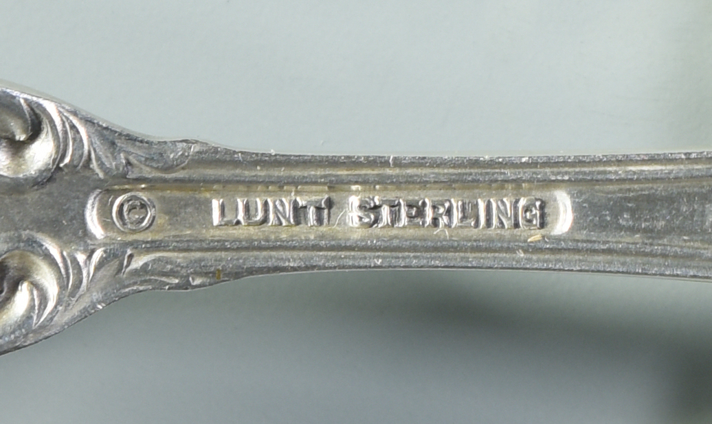 Lot 990: Lunt Belvedere Sterling Flatware, 33 pieces