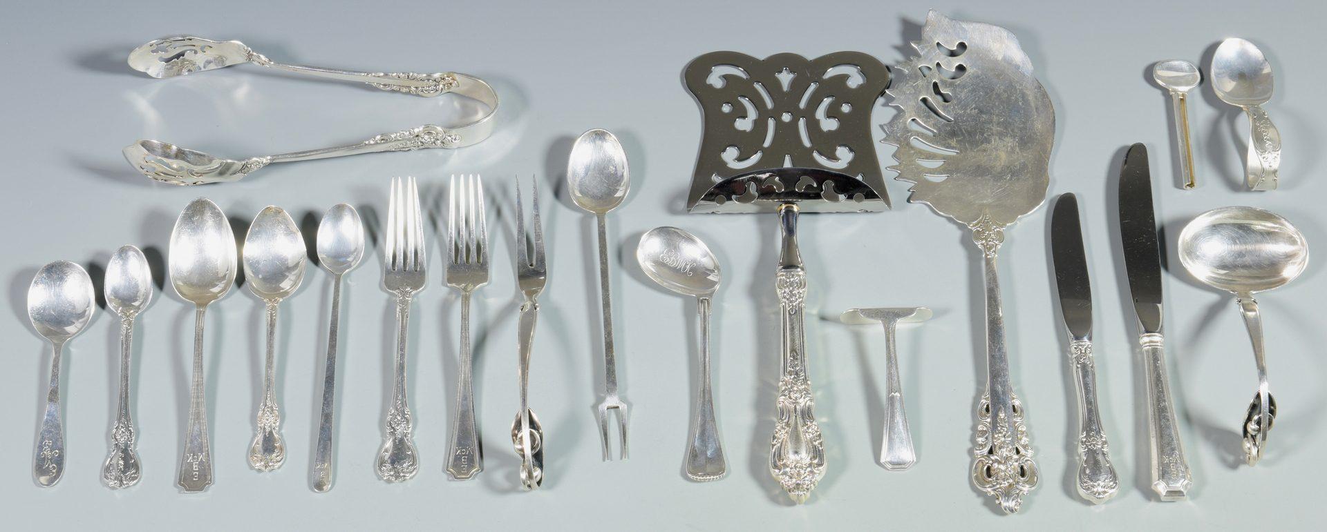 Lot 993: 19 pcs. flatware inc. serving pieces