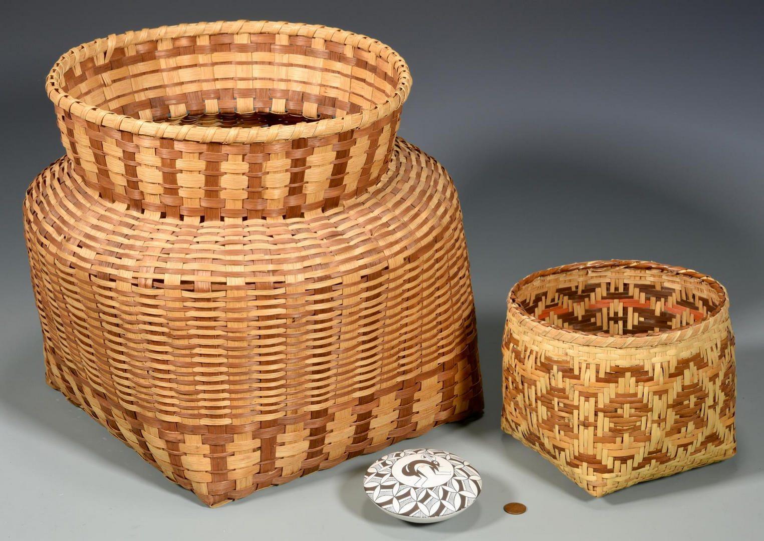 Lot 194: 2 Native American Baskets & 1 Pottery Jar