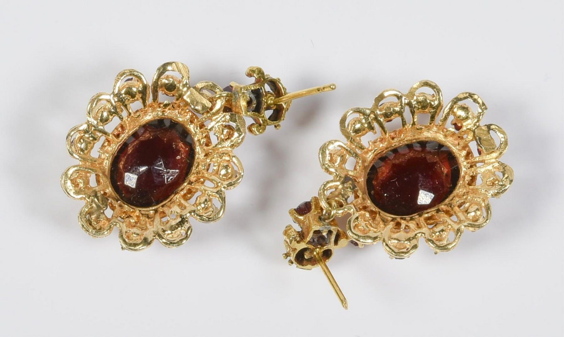 Lot 212: 8 Items of Jewelry