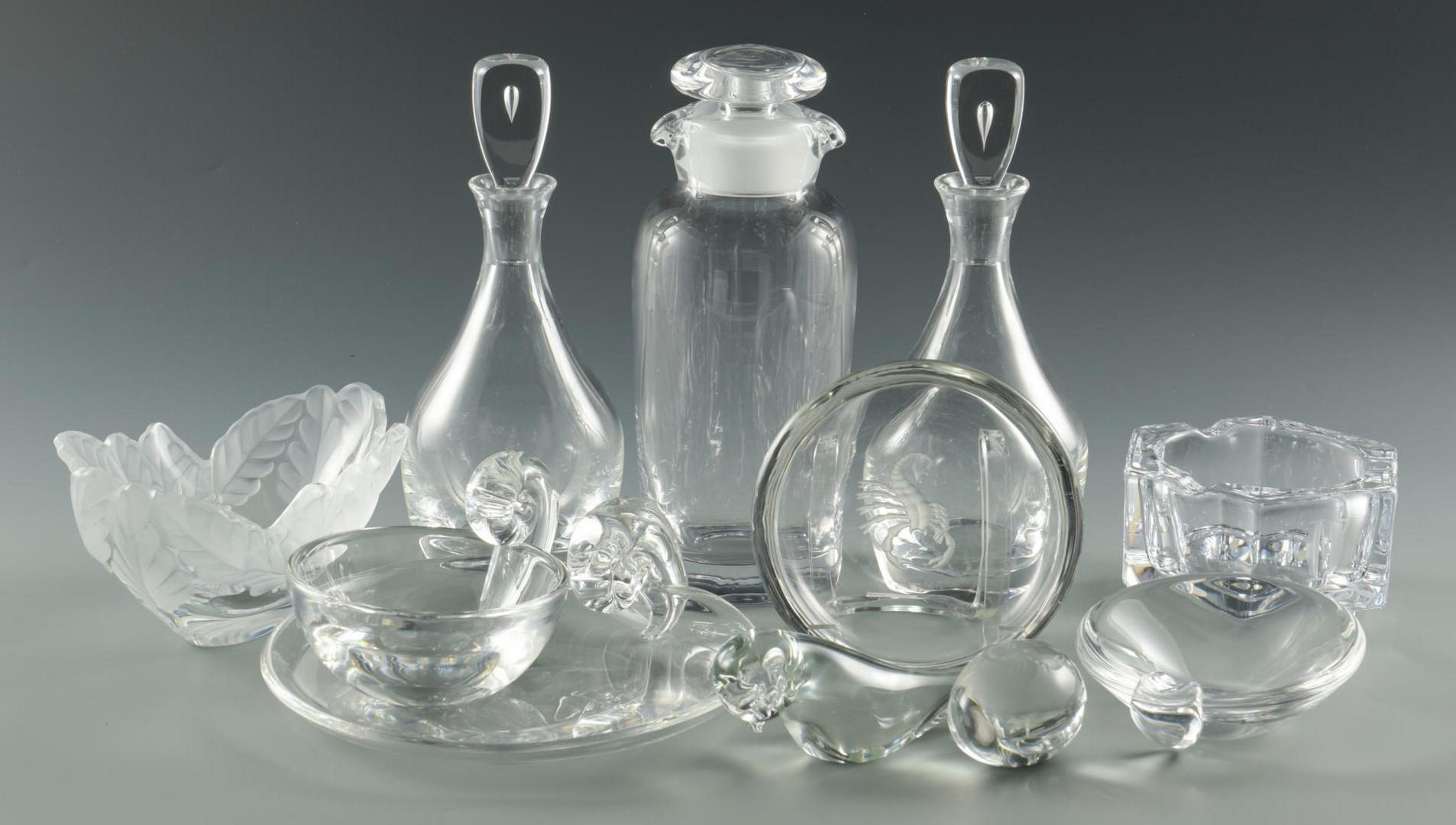 Lot 28: Grouping of Art Glass, 11 pieces